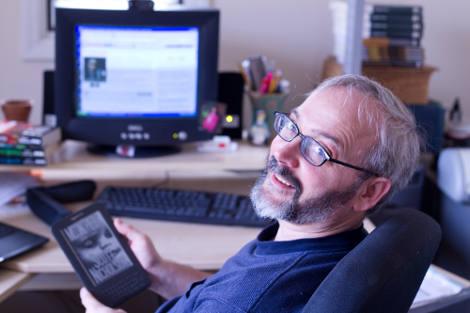 Scott Nicholson mit Kindle